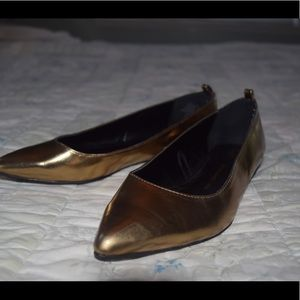Gold Gap Pointed Flats